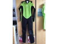 Age 9 / 10 years Full length long boys girls wetsuit Used Once Unisex