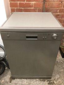 Essentials free standing dishwasher Silver