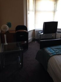 Single and double room to let in shared house all bills included ,no deposit required