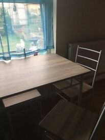 Dining table with 4. Chairs in exerlent condition