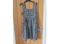 Bundle of gorgeous maternity dresses (x6) and 1x summer trousers size 12/14