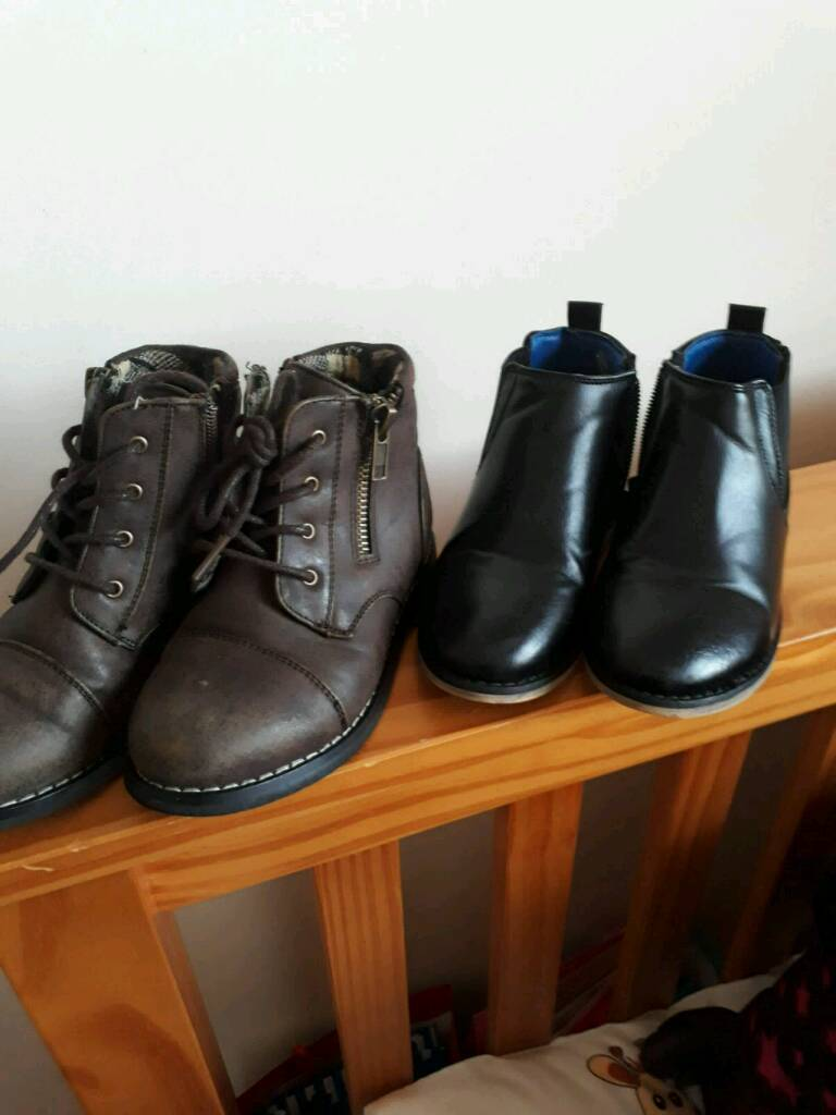 Boys river island boots size8