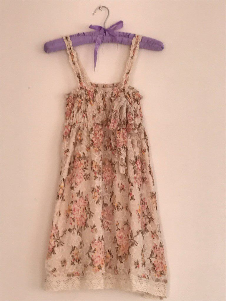 Dress with flower patterns