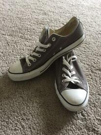 Men's grey converse size 8