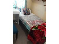 Small box room in quiet house, 6 minute walk to Barkingside station