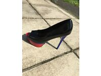 Well worn woman's heals size 7 early20s good scent