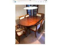 Hi ! I'm selling my John Lewis table with 6 chairs !