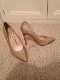 Gold glitter high heeled shoes
