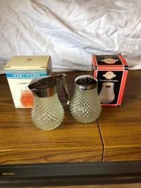 Retro honey pourer and shaker