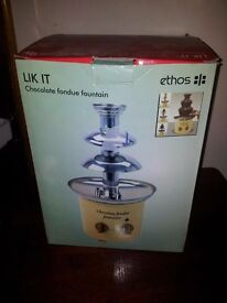 CHOCOLATE FONDUE FOUNTAIN BRAND NEW IN BOX