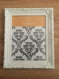 4 matching photo frames