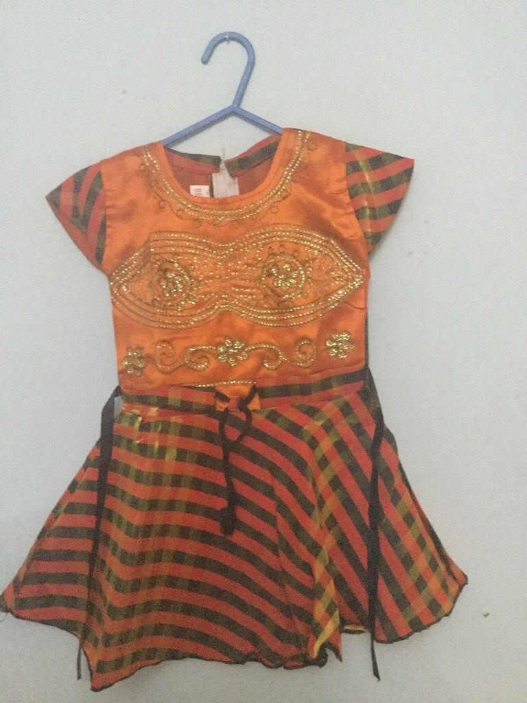 Offer - brand new 2-3 year old 8 dresses for £20