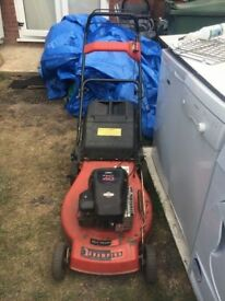 **CHAMPION PETROL SELF PROPELLED LAWN MOWER**BRIGGS AND STRATTON ENGINE**FULLY WORKING**(SERVICED)