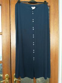 Ladies lightweight skirt. Size 16. Navy. Button-through.