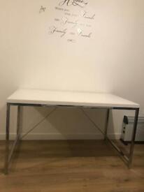 Table 1.30cm x 70cm