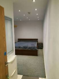 Nice and bright studio in central Reading all included