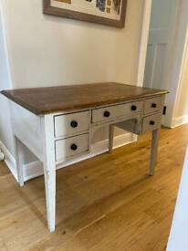Lovely desk - table