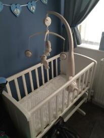 Swinging crib excellent condition