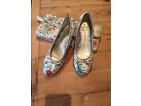 Ladies PAVERS Pretty low heeled wedge Shoes size 5 with matching clutch/ strap handbag