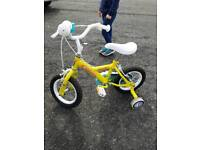 Children's bike with stabalisers