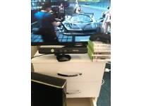 "32"" tv + xbox 360 bundle. Kinect + 7 games"