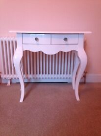 High gloss white dressing table
