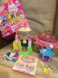 Squinkies wedding playset and Cinderella coach dispenser plus 30 figures