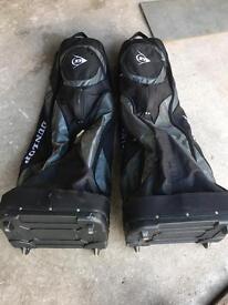 2x Dunlop golf flight bags