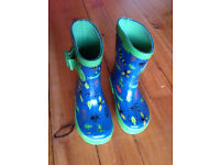 Kids size 5 Unisex wellies (hardly worn - in perfect condition)