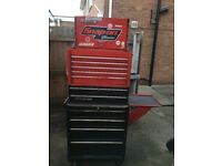 Snap on classic toolbox with side table