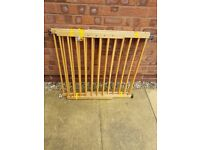 2x Lindam Wooden Fully Adjustable Stair Gates
