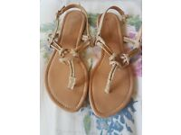 Flipflops size 4 one river island one new look