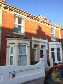 AVAILABLE NOW-LARGE DOUBLE ROOM IN SOUTHSEA