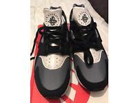 Nike huaraches genuine
