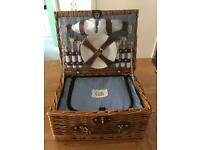 New:The Gift Company Picnic basket