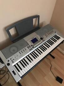 Yamaha PSR S550 electric keyboard