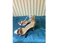 Size 5 pink heels