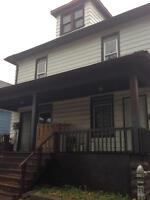 2 bedroom apartment $800 inclusive on Hickory!