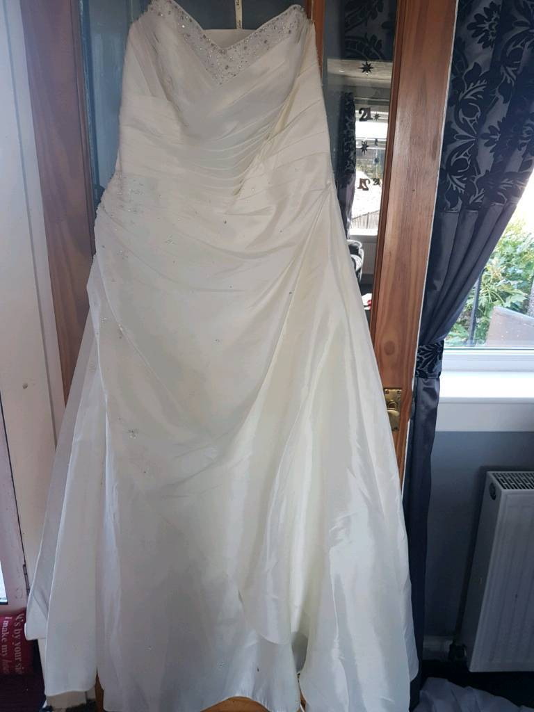 Mark Jacobs Ivory Wedding Dress Size 20 Veil And Hooped Underskirt Beutiful Detail