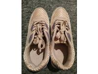 Trainer (size 6)
