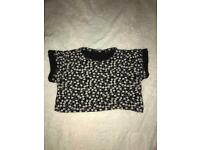 NEW LOOK BLACK AND WHITE DAISY PRINT CROP TOP