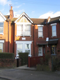 Fabulous 3-bed furnished ground floor flat with large private garden, Willesden NW2 £500 pw