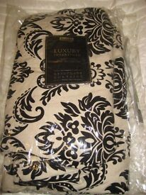 Curtains light cram with floral patternvery good condition.