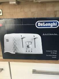 BRAND NEW DeLonghi - White 'Brillante' 4 slice toaster