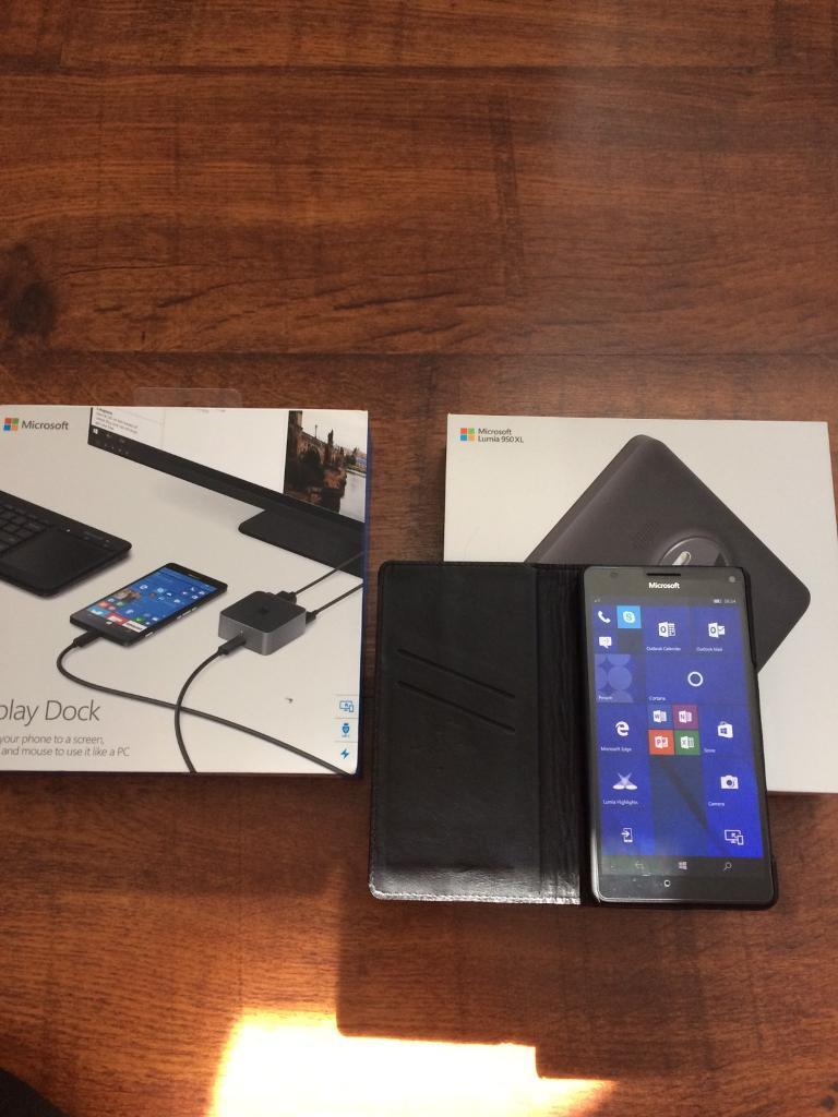 Microsoft Lumia 950xl bundle unlocked in excellent conditionin Southport, MerseysideGumtree - Microsoft lumia 950xlUnlocked to any networkBought for my partner but she decided to stick with the phone she asOpened to check contentsComes boxed with charger and also display dock and new leather wallet case and pack of screen protectorsGrab a...