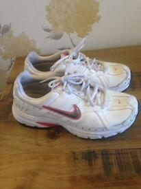 Ladies size 4 Nike trainers(fits more like a 5)