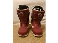 Brand New Womens Vans Aura Snowboard Boots size 4 boa system