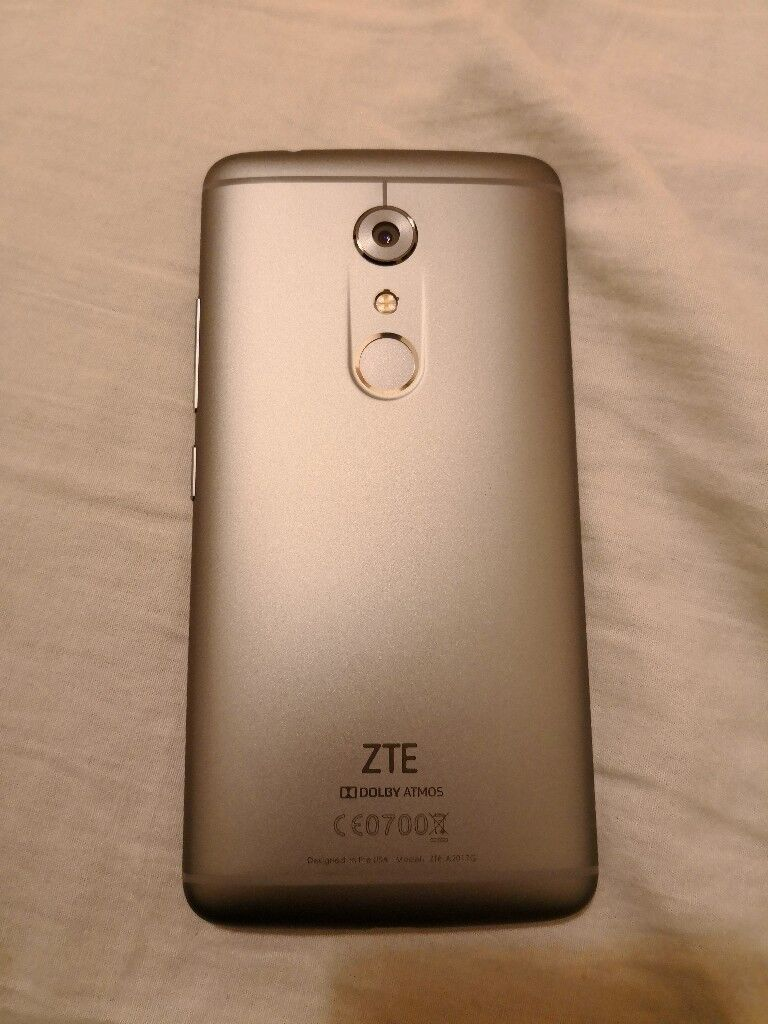 ZTE AXON 7 64GB (Unlocked)
