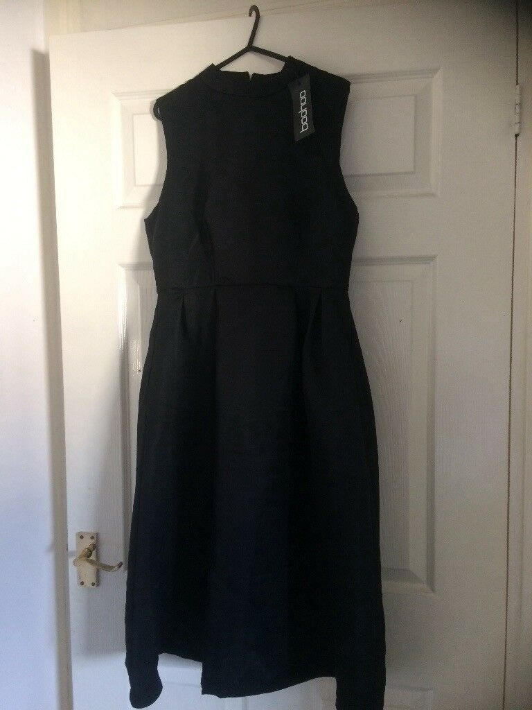 Black boohoo dress