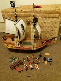 Playmobil 5135 large pirate ship with extras